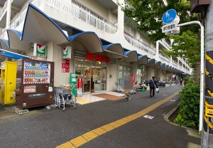 ヨークマート磯子店150m